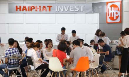 Không khí sôi động khách hàng ký hợp mua chung cư The Vesta Phú Lãm